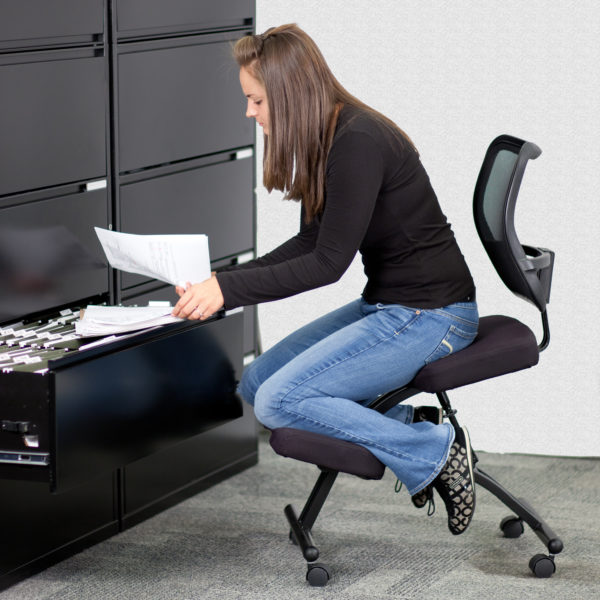Lowest Price Mobile Ergonomic Kneeling Office Chair with Black Mesh Back